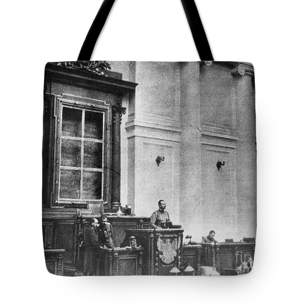 1917 Tote Bag featuring the photograph Russia: Revolution Of 1917 by Granger
