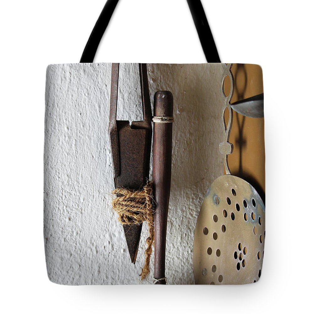 Sheep Tote Bag featuring the photograph Rusty Sheep Shears by Eddie Barron