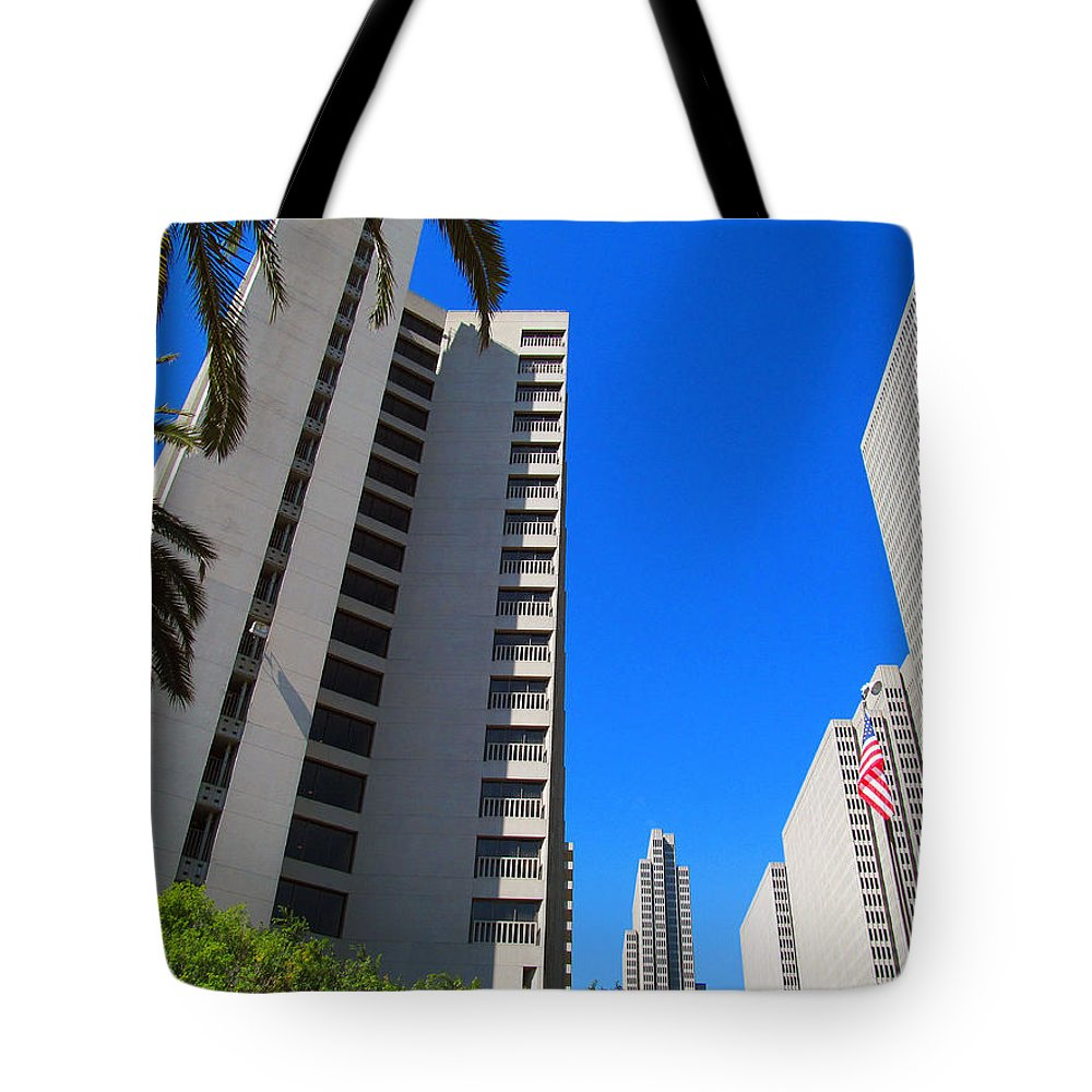 Union Square Tote Bag featuring the photograph San Francisco Highrise by Tina M Wenger