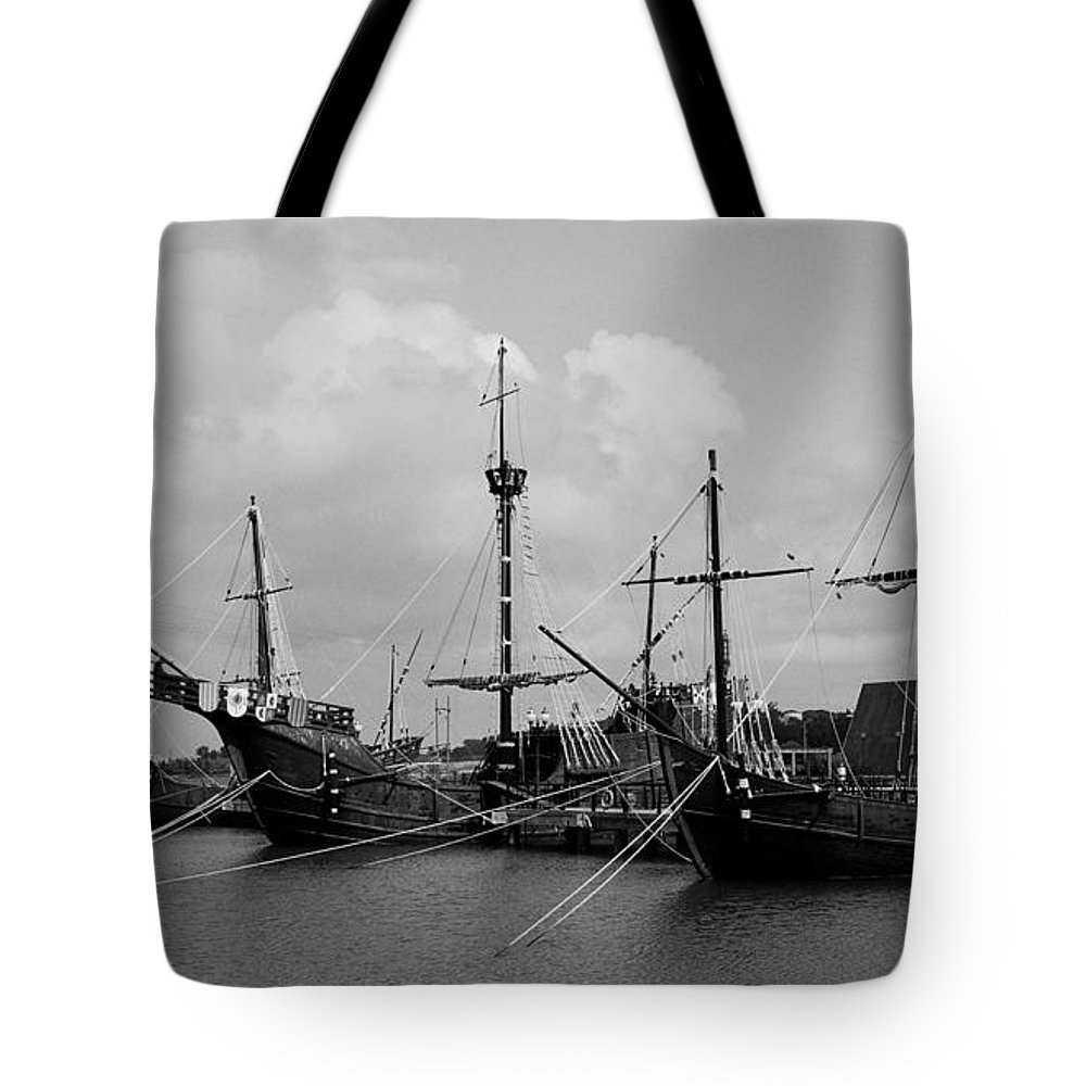 Kolumbus Tote Bag featuring the photograph Santa Maria - Pinta - Nina by Juergen Weiss
