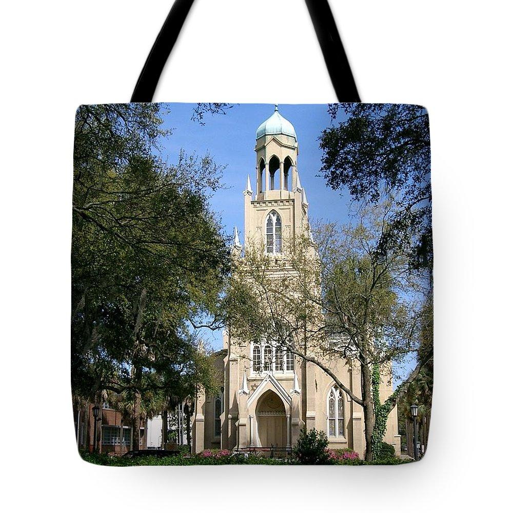 Savannah Tote Bag featuring the photograph Savannah Gothic by Lin Grosvenor