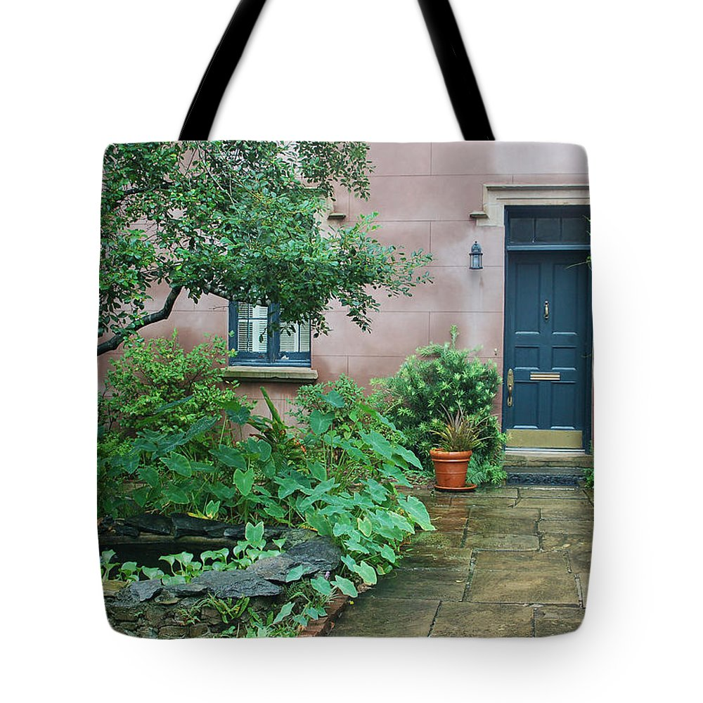 Savannah Tote Bag featuring the photograph Savannah Style by Suzanne Gaff