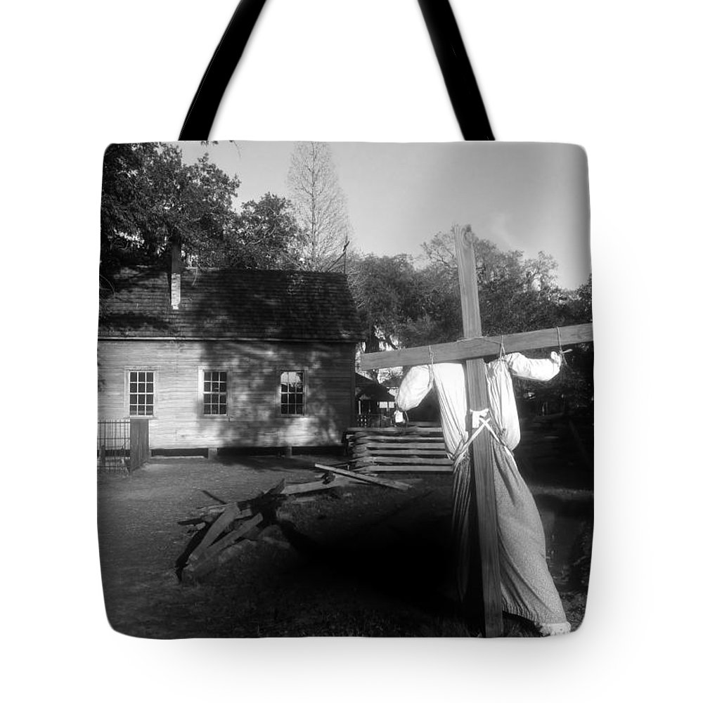 Scarecrow Tote Bag featuring the photograph Scarecrow by David Lee Thompson