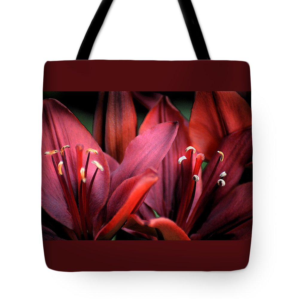 Scarlet Tote Bag featuring the photograph Scarlet Lilies by Kathleen Stephens