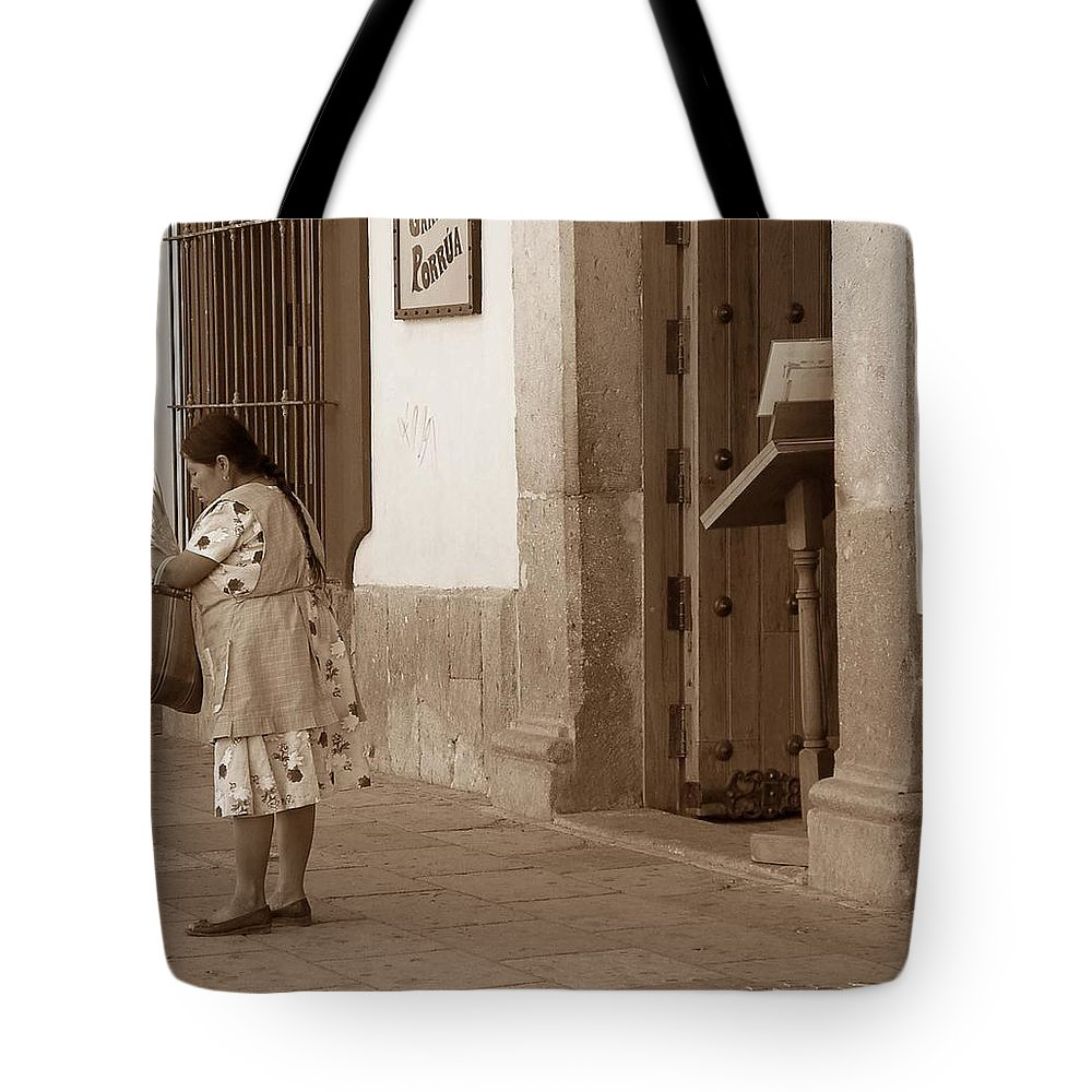 Charity Tote Bag featuring the photograph Senora by Mary-Lee Sanders