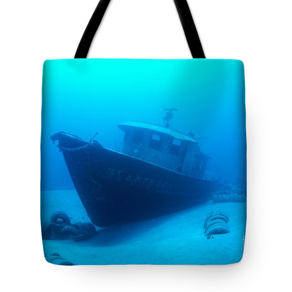 Anthony Tote Bag featuring the photograph Shipwreck by Dave Fleetham - Printscapes