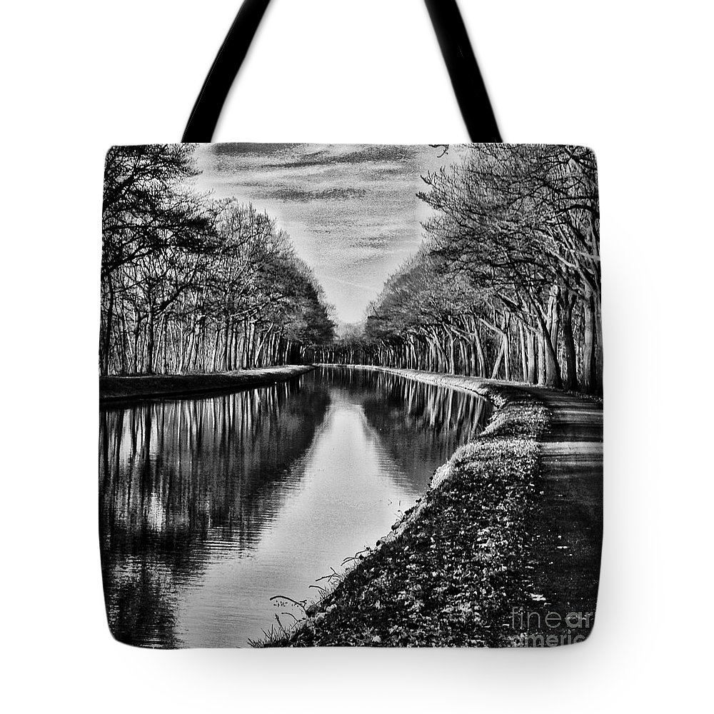 Tote Bag featuring the photograph Shortest Distance by Biz Bzar