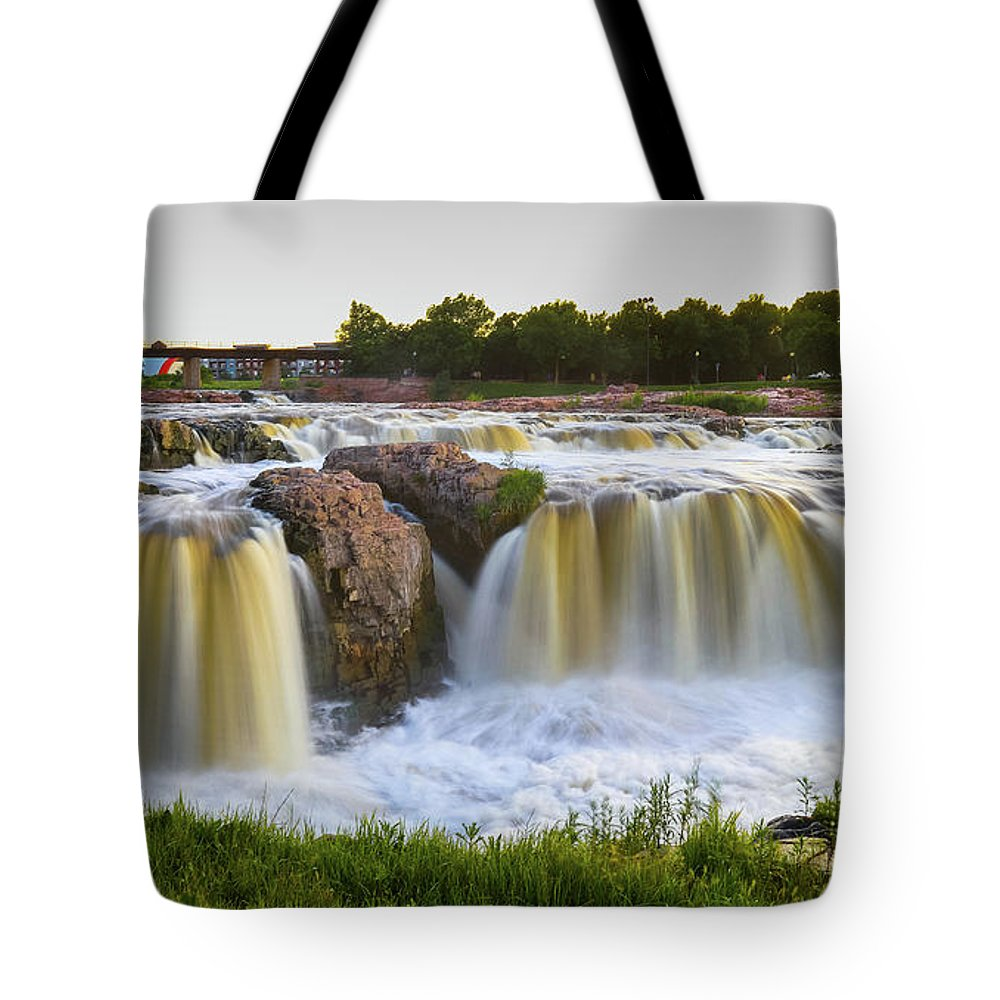 Sioux Fall Tote Bag featuring the photograph Sioux Fall by Hyuntae Kim