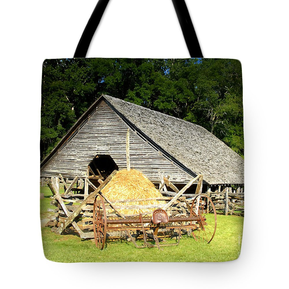 Smoky Mountains Tote Bag featuring the photograph Smoky Mountain Farm by David Lee Thompson