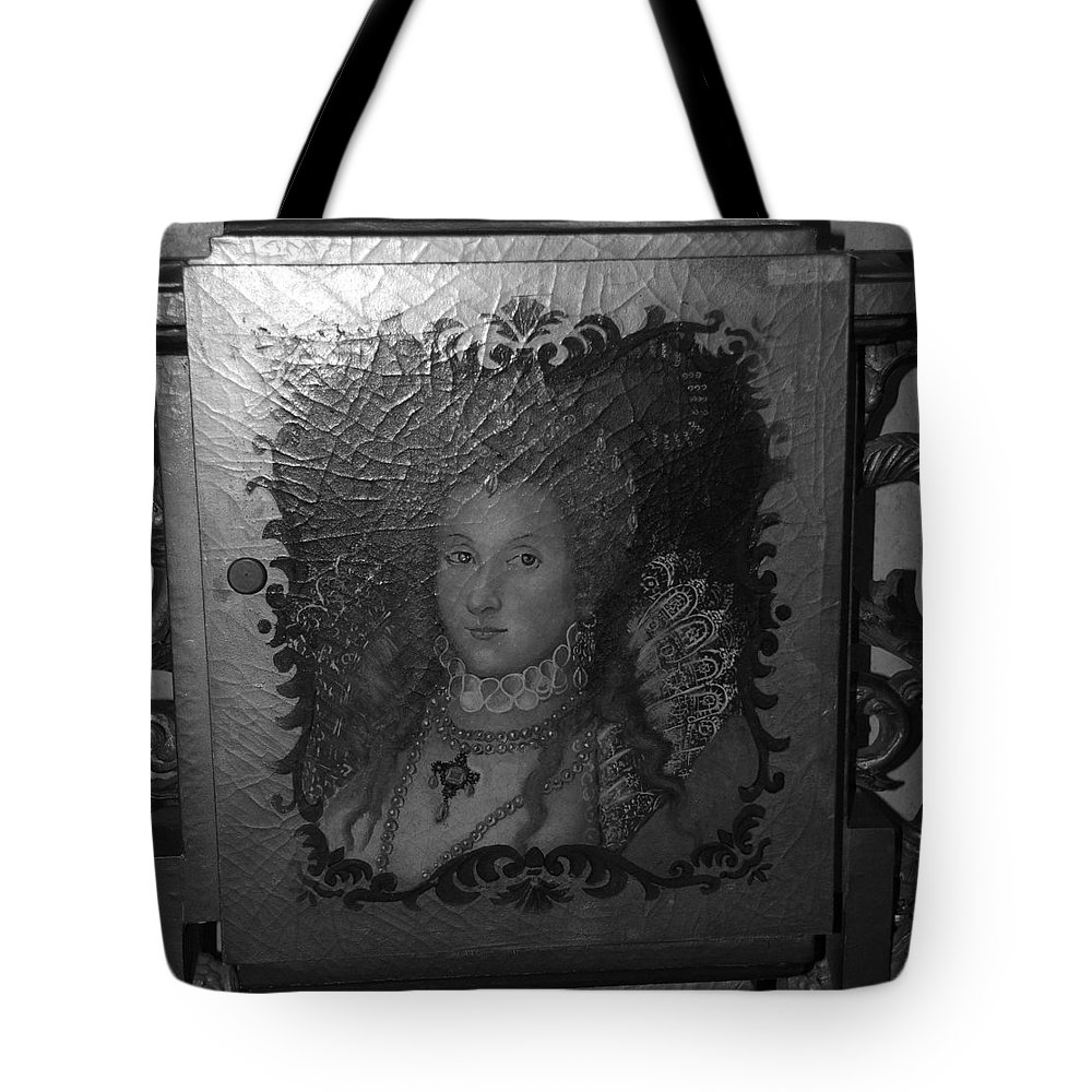 Queen Tote Bag featuring the photograph Some Old Queen by Rob Hans