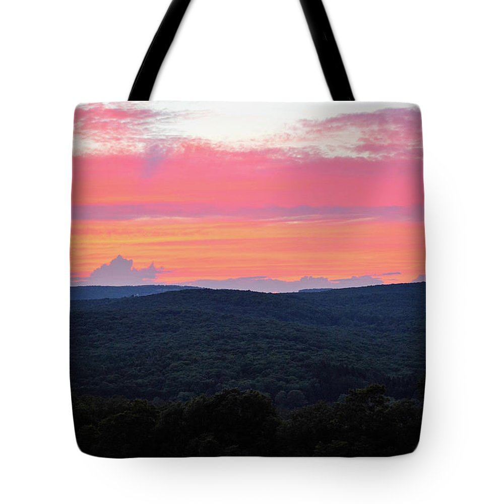 Sunset Tote Bag featuring the photograph Somerset Sunset Horizontal by Shelley Smith