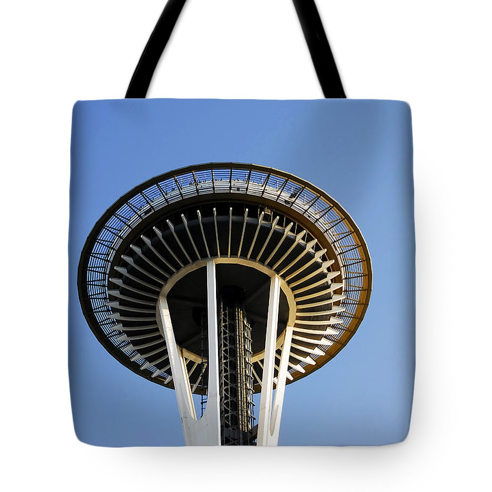 Space Needle Tote Bag featuring the photograph Space Needle by David Lee Thompson