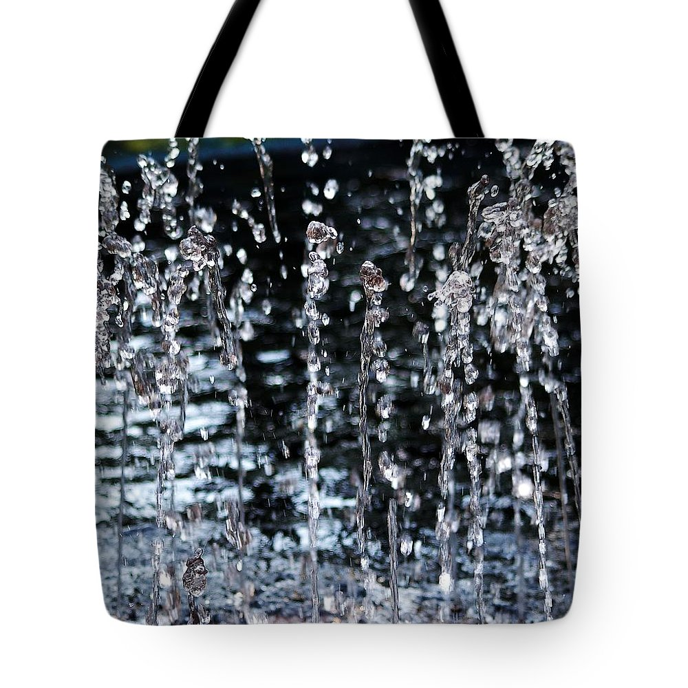 Water Fountain Tote Bag featuring the photograph Sparkling Water by D Nigon