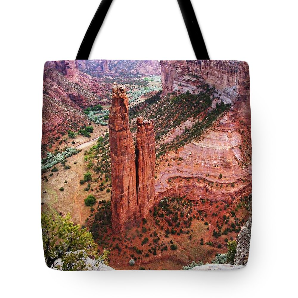 Canyon De Chelly Tote Bag featuring the photograph Spider Rock by Marilyn Smith
