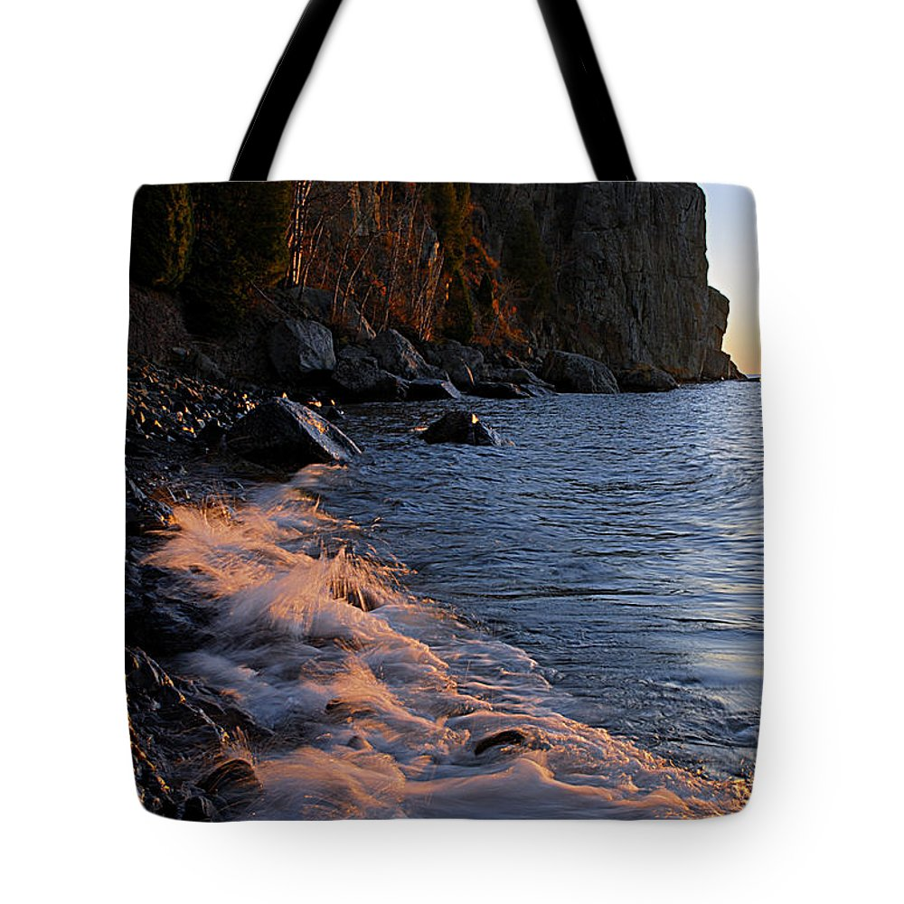 Split Rock Lighthouse Tote Bag featuring the photograph Split Rock Lighthouse At Dawn by Larry Ricker