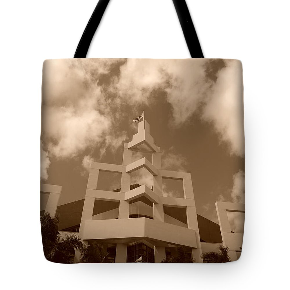 Architecture Tote Bag featuring the photograph Squares In The Sky by Rob Hans