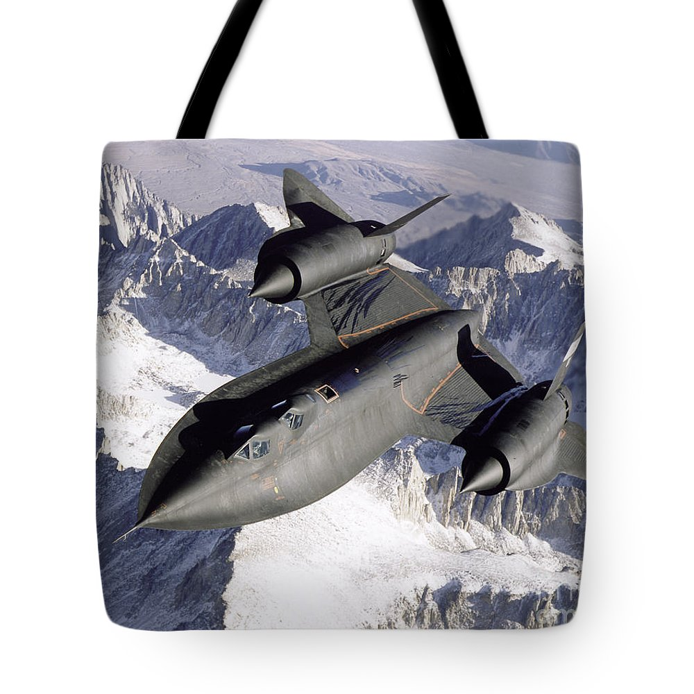 Horizontal Tote Bag featuring the photograph Sr-71b Blackbird In Flight by Stocktrek Images