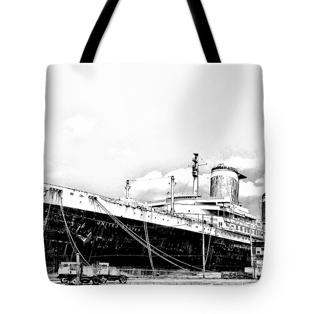 Philadelphia Tote Bag featuring the photograph Ss United States by Bill Cannon