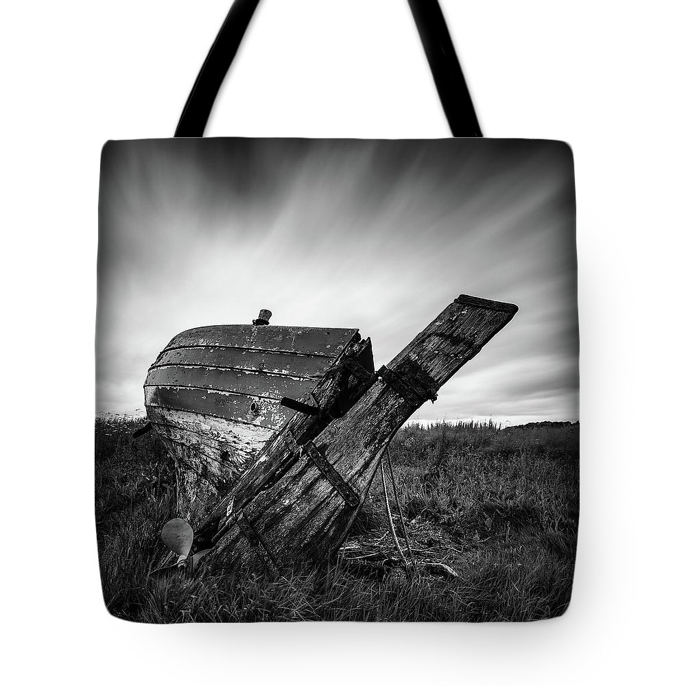Fishing Boat Tote Bag featuring the photograph St Cyrus Wreck by Dave Bowman