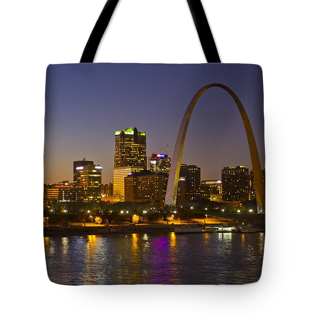Arch Tote Bag featuring the painting St Louis Skyline From Poplar Street Bridge by Garry McMichael