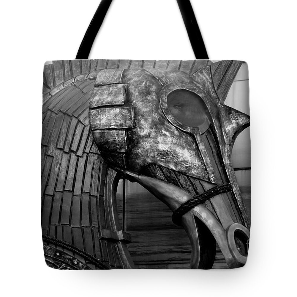 Statue Tote Bag featuring the photograph Steadfast Defender by Venetta Archer