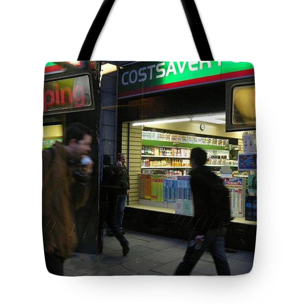 London Tote Bag featuring the photograph Stopping by Ze DaLuz
