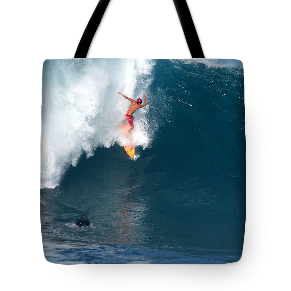 Da Hui Backdoor Shootout Tote Bag featuring the photograph Straight Down by Kevin Smith