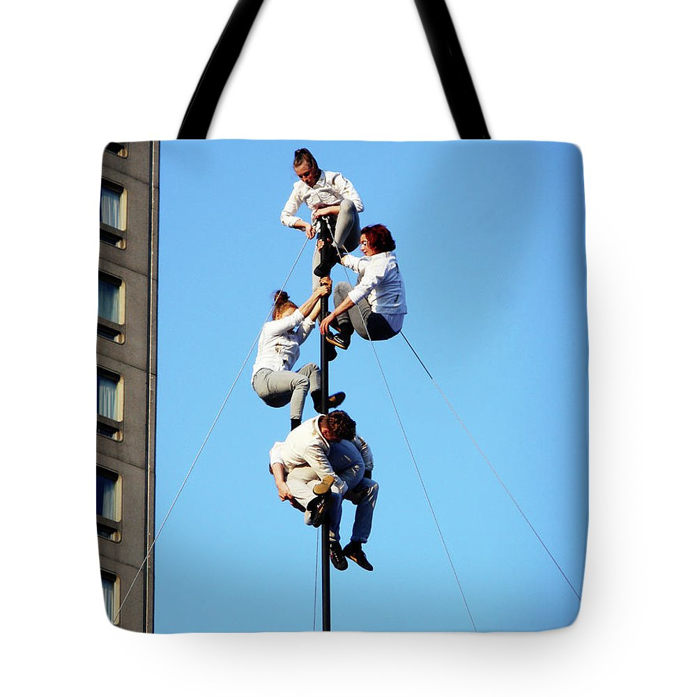 Montreal Tote Bag featuring the photograph Street Performers 15 by Ron Kandt