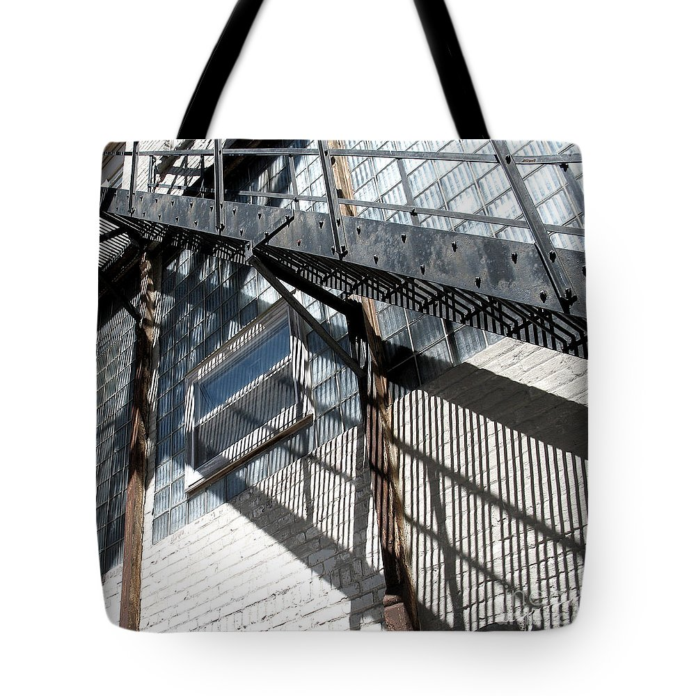 Light Tote Bag featuring the photograph Stringer Light by Gary Everson