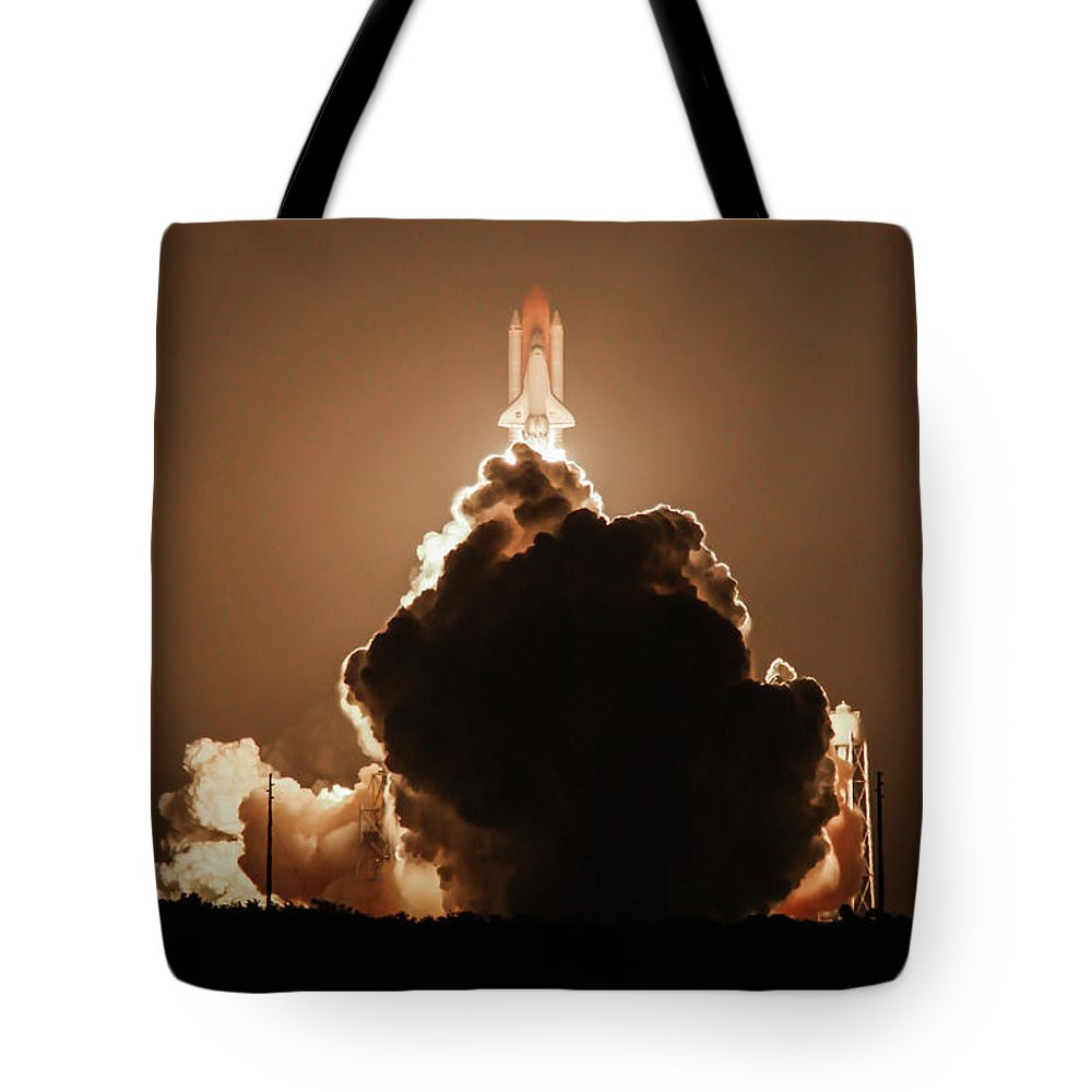 Cape Canaveral Tote Bag featuring the photograph Sts-128 Night Launch by George Lehmann