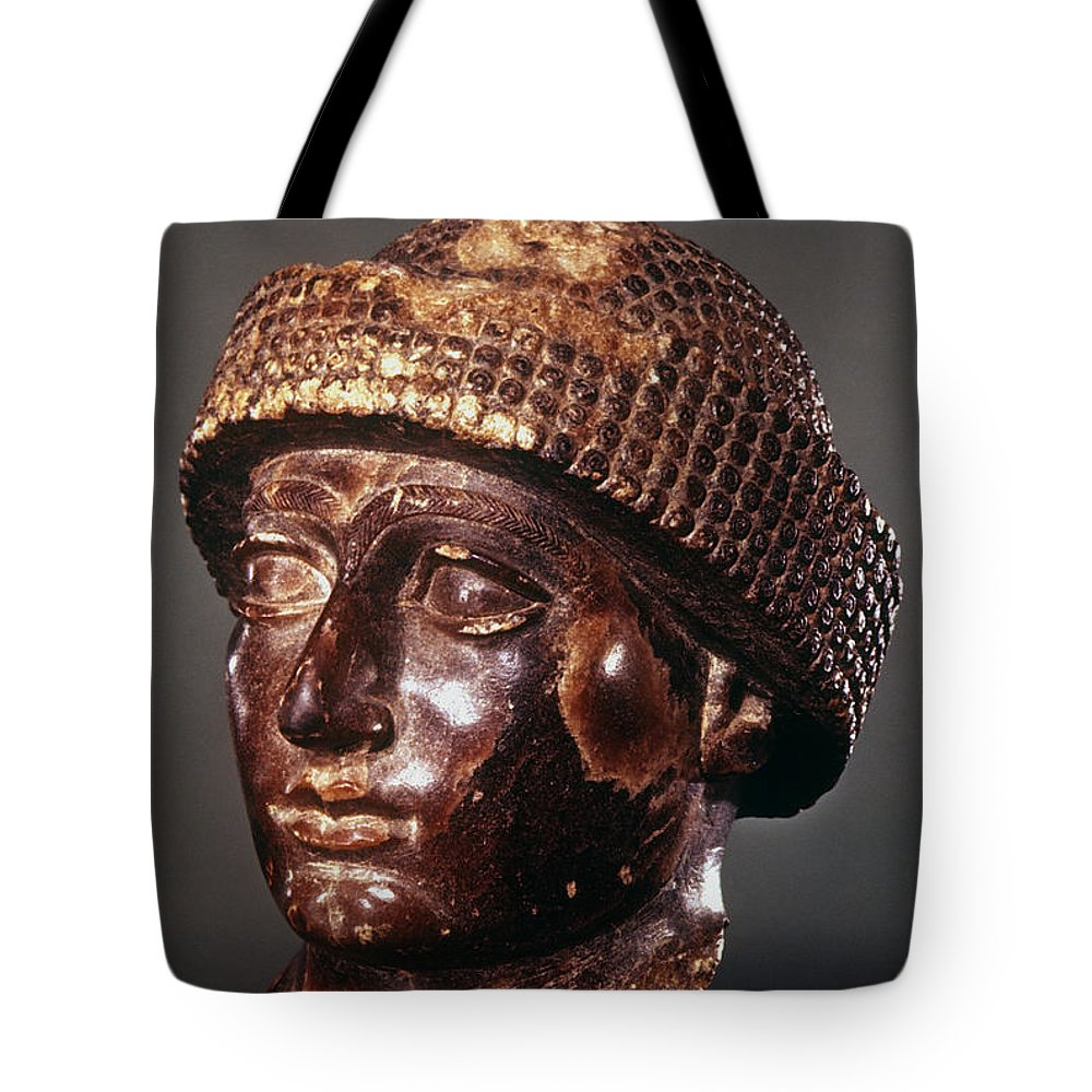 2100 B.c. Tote Bag featuring the photograph Sumer: Ur-ningirsu by Granger