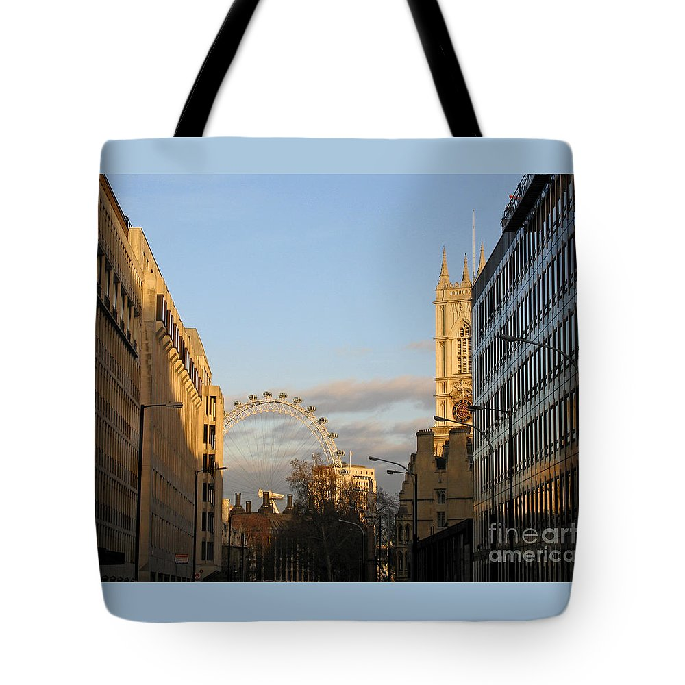 London Tote Bag featuring the photograph Sun Sets On London by Ann Horn