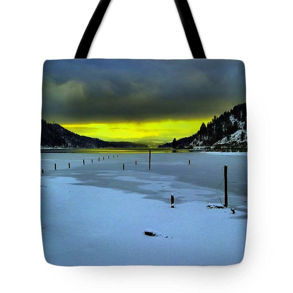 Sun Tote Bag featuring the photograph Sundown On Lake Shore by Jeff Swan