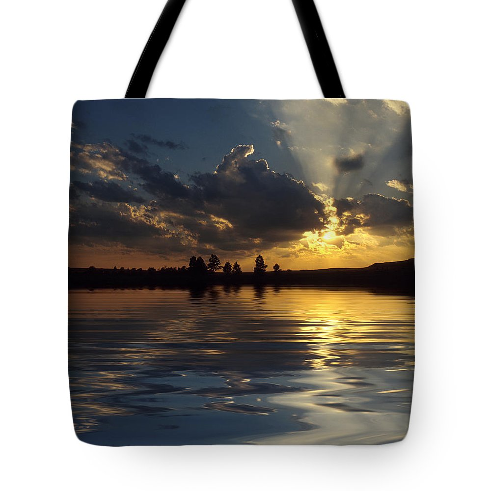 Sunset Tote Bag featuring the photograph Sunray Sunset by Jerry McElroy