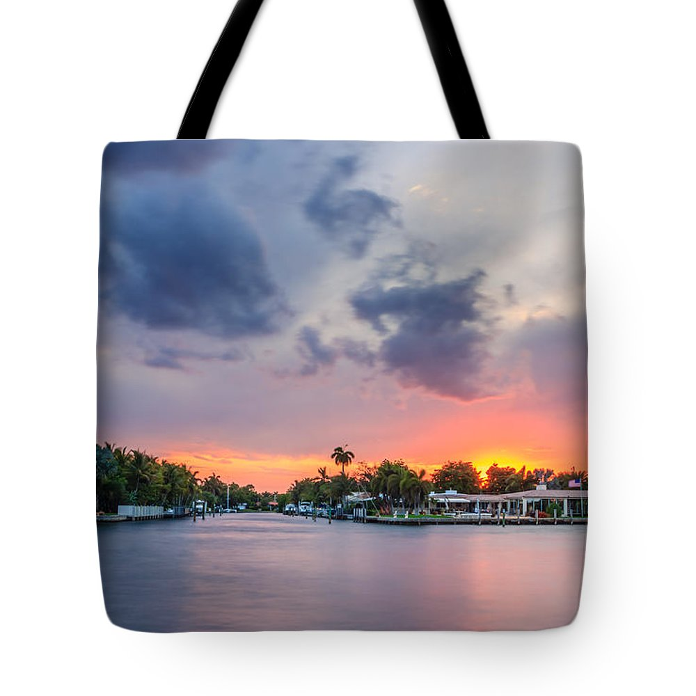America Tote Bag featuring the photograph Sunset Across The Gulf Stream by Rob Sellers
