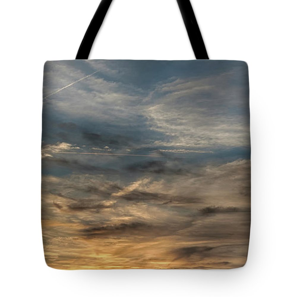 Sunset Tote Bag featuring the photograph Sunset Creve Coeur Lake St Louis Mo 1x2 Ratio Img_5073 by Greg Kluempers
