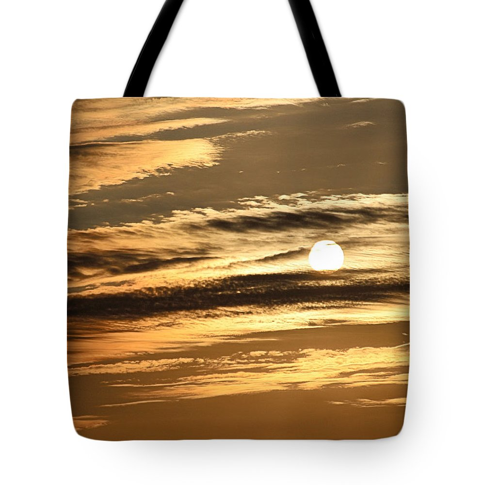 Sun Tote Bag featuring the photograph Sunset In Marysville by Gary Wilson