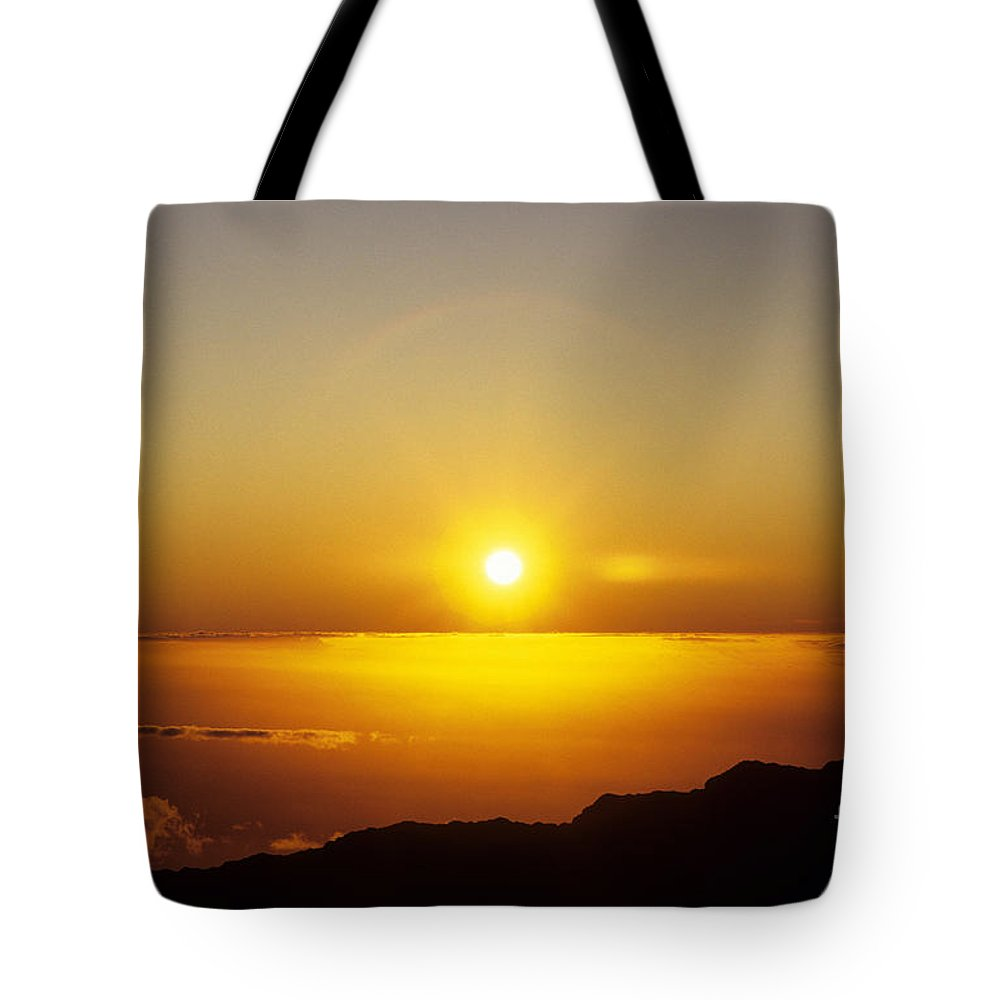 Above Tote Bag featuring the photograph Sunset On The Horizon by Carl Shaneff - Printscapes