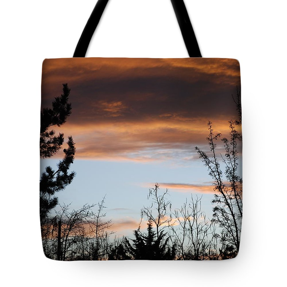 Sunset Tote Bag featuring the photograph Sunset Thru The Trees by Rob Hans