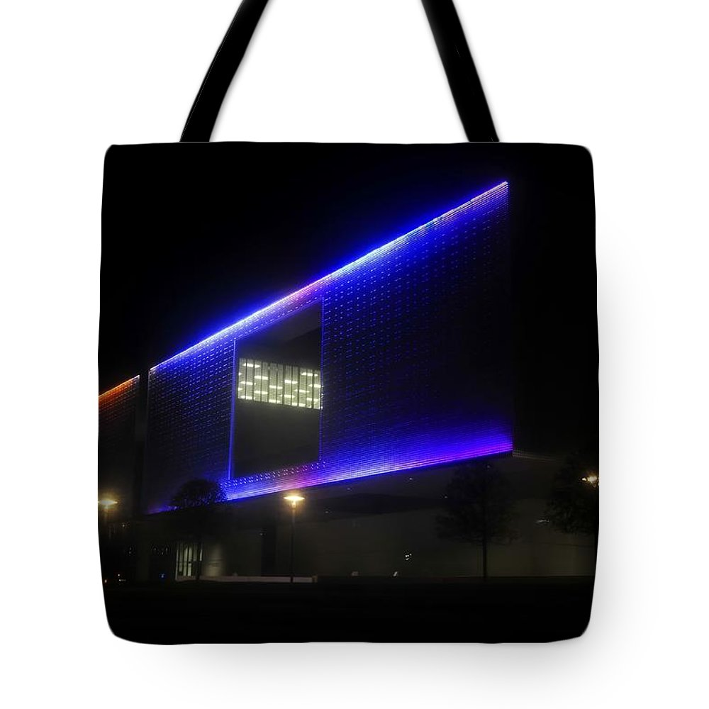 Tampa Museum Of Art Tote Bag featuring the photograph Tampa Architecture by David Lee Thompson