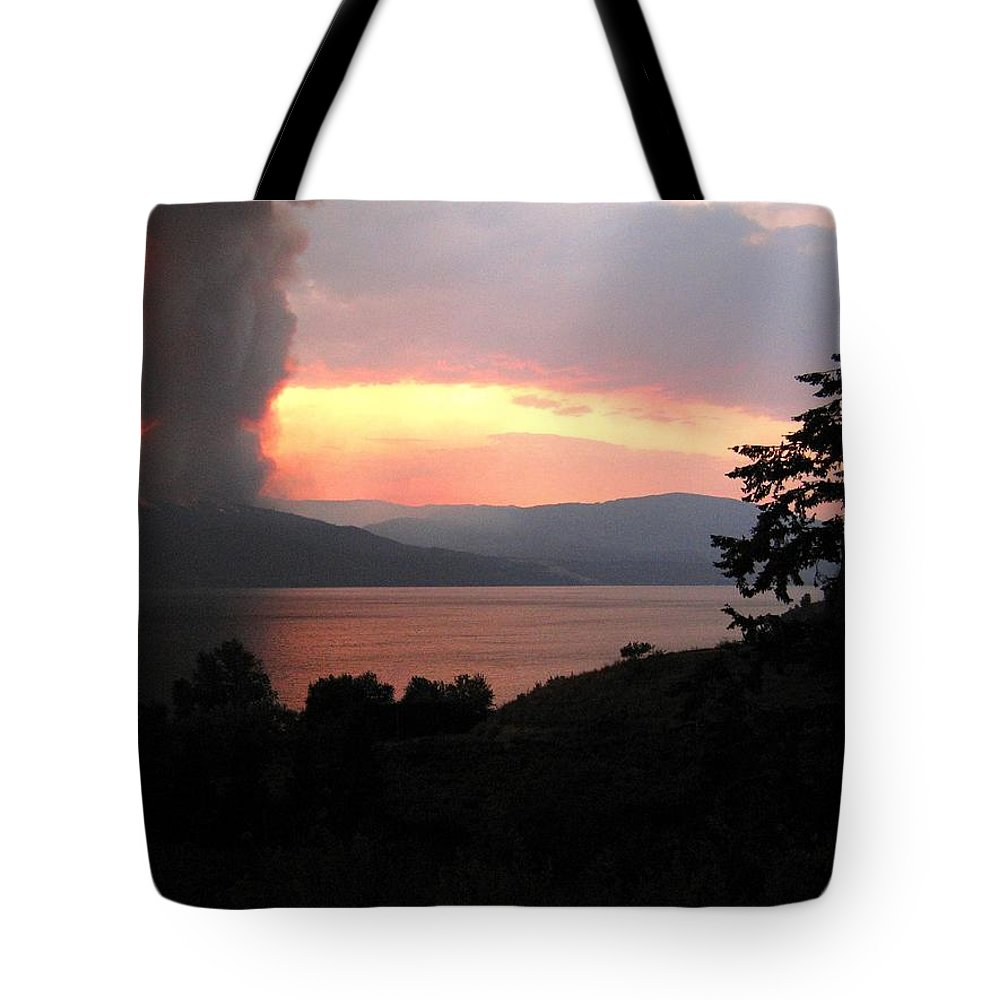 Forest Fire Tote Bag featuring the photograph Terrace Mountain Fire 4 by Will Borden