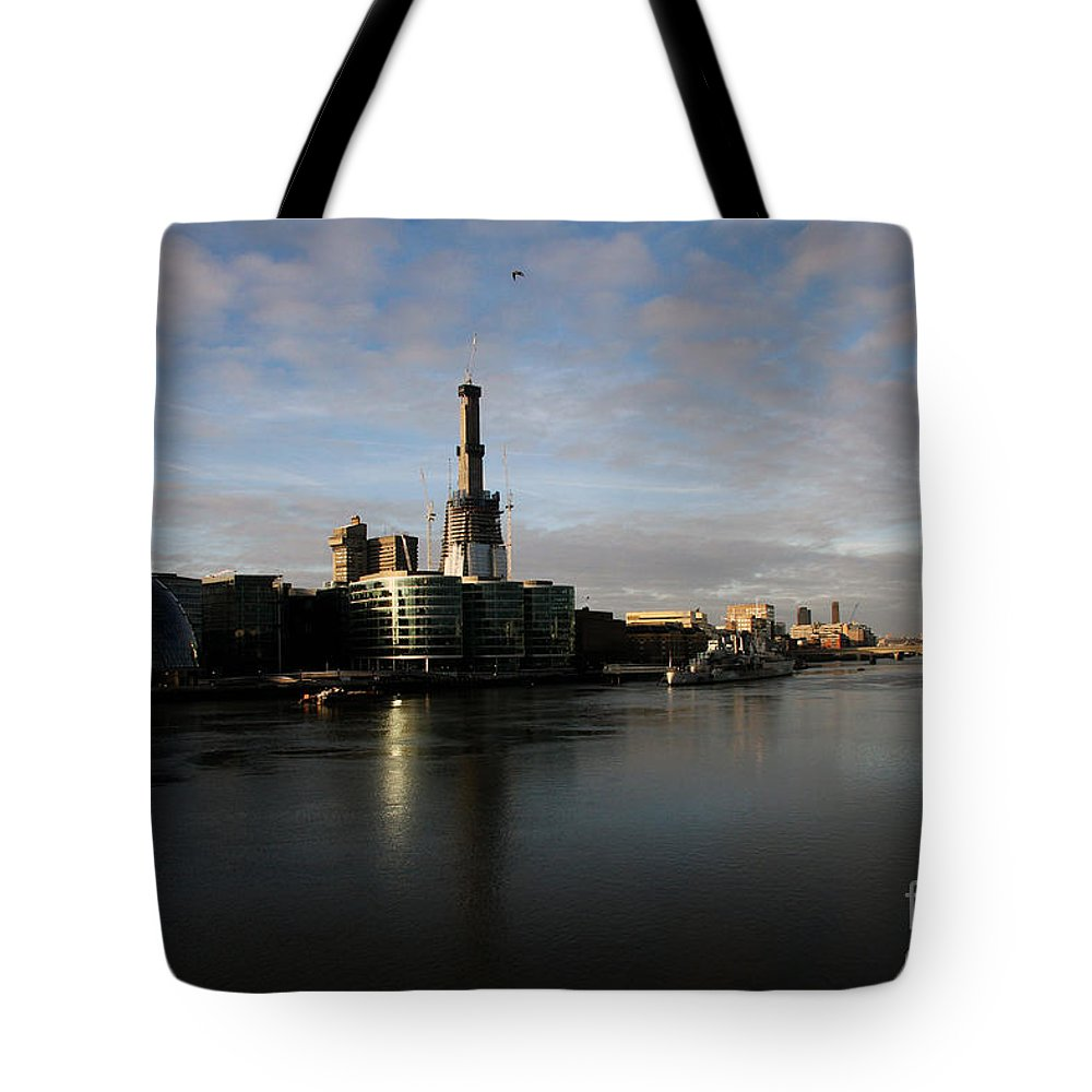 Waterfront Tote Bag featuring the photograph Thamse Waterfront - London by Christiane Schulze Art And Photography