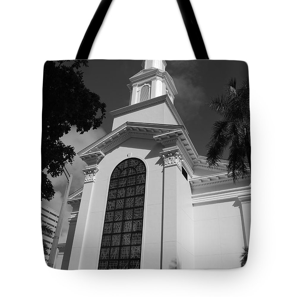 Architecture Tote Bag featuring the photograph Thats Church by Rob Hans