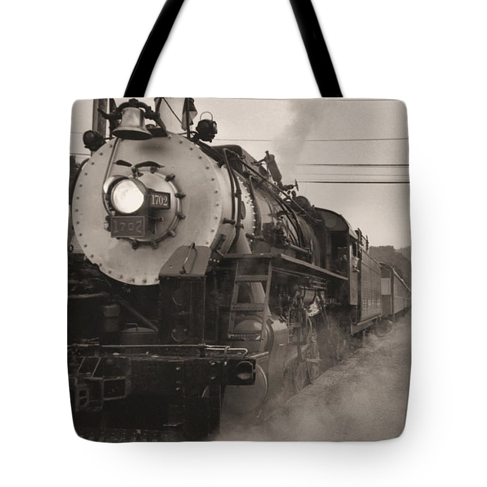 Trains Tote Bag featuring the photograph The 1702 At Dillsboro by Richard Rizzo
