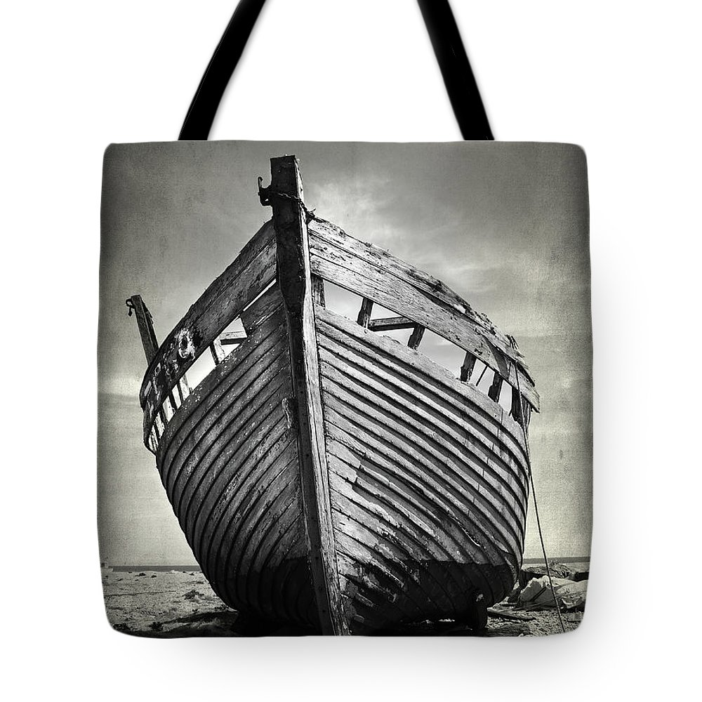 Shipwreck Photographs Tote Bags