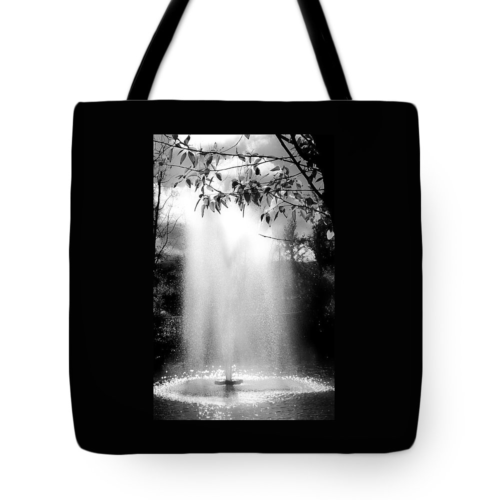 Black And White Tote Bag featuring the photograph The Fountain by Lois Braun