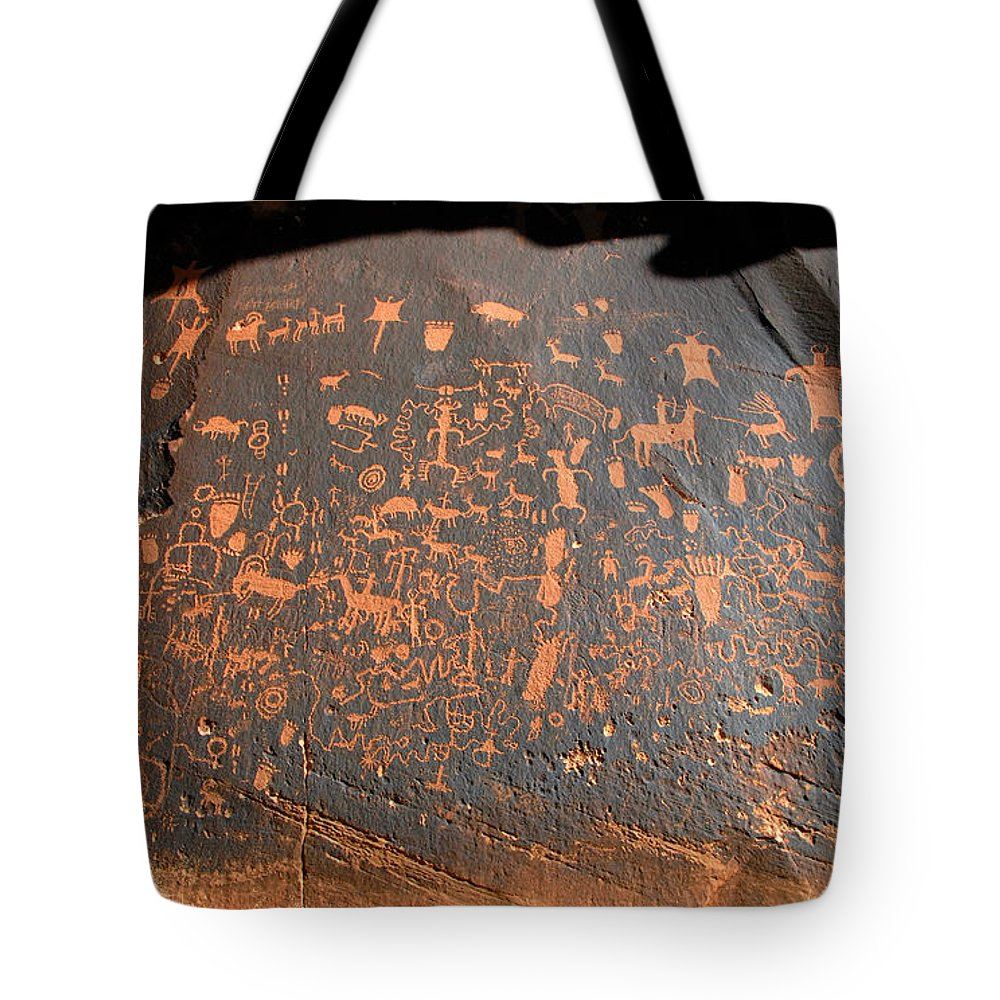 Newspaper Rock Tote Bag featuring the photograph The Great Panel At Newspaper by David Lee Thompson