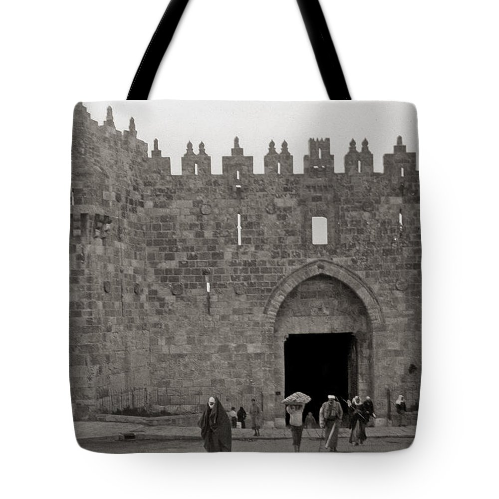 Jerusalem Tote Bag featuring the photograph The New Gate by Munir Alawi