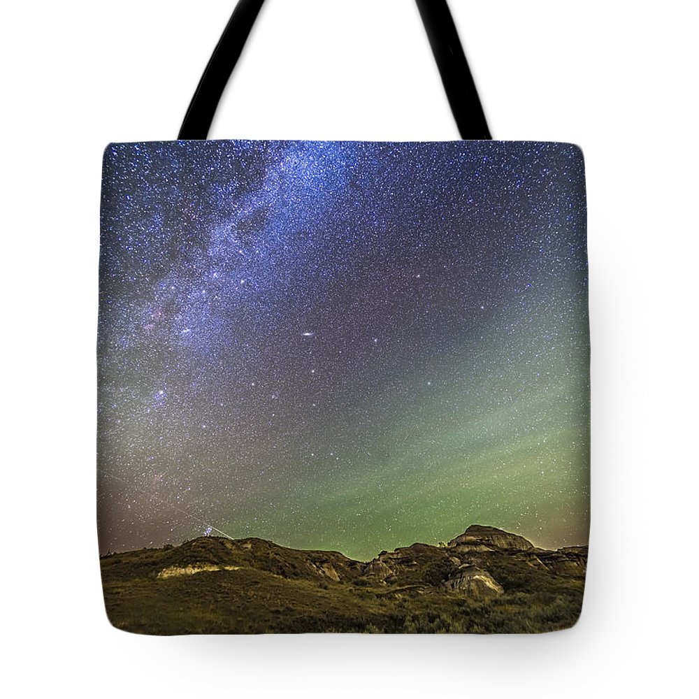 Alberta Tote Bag featuring the photograph The Northern Autumn Stars by Alan Dyer
