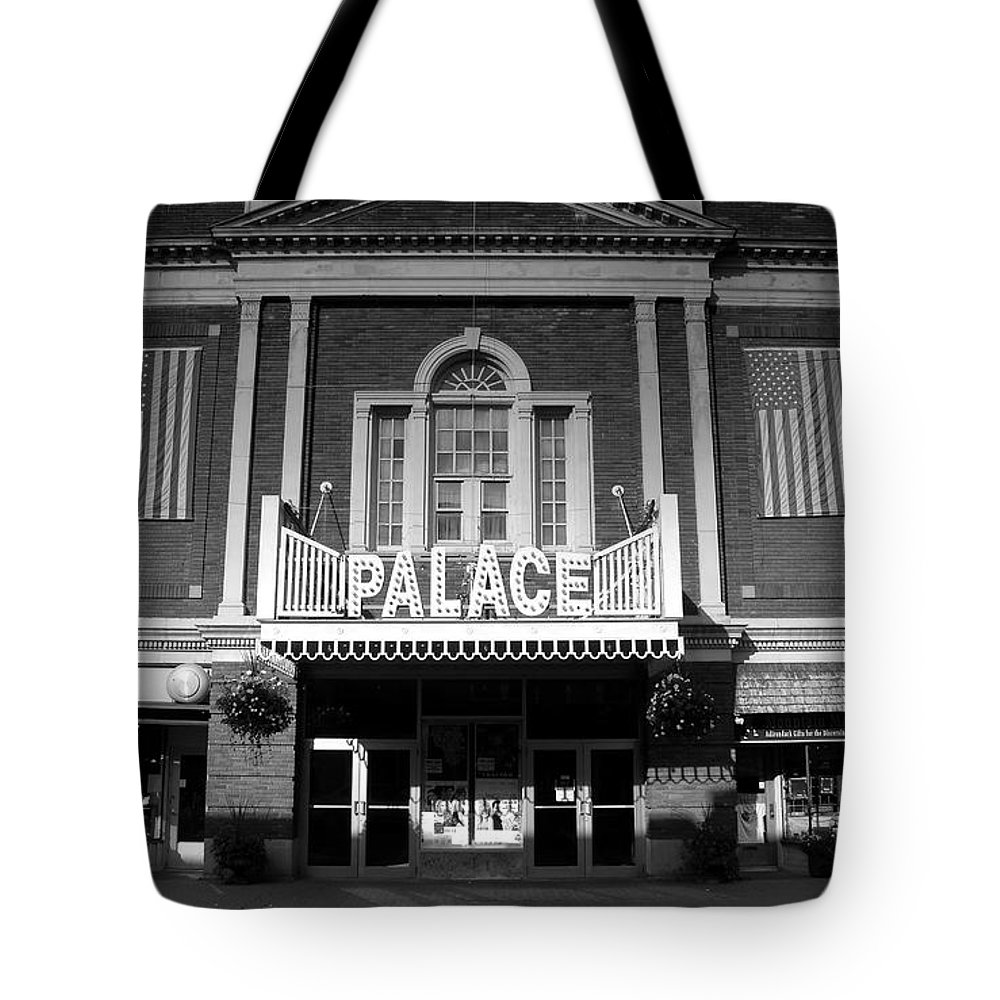 Palace Theater Tote Bag featuring the photograph The Palace by David Lee Thompson